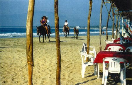 Horseback riding at Barra de Potosí